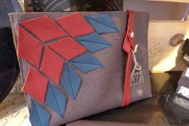 Tasche braun blau rot